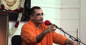Swami-Bodhamayananda-on-Personality-Development-in-a-Seminar-for-Women